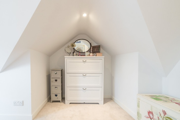Vanity space in loft conversion with balconet